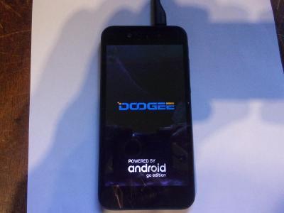 Dotekový telefon DOOGEE X 11