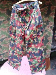 Vojenské maskáčové kalhoty. Švýcarská armáda.
