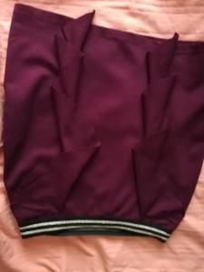 MANGANO-Dámská pouzdrová, elastická sukně v bordó barvě s volánky,S.