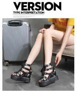 Dámské letní páskované sandálky na klínku - černé 42