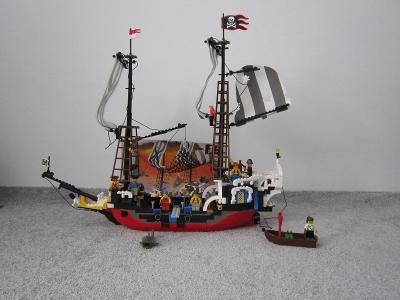 Lego 6290 Piráti, Pirátská loď