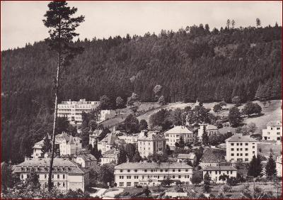 Lázně Luhačovice * Pražská čtvrť, pohled na část města * Zlín * V773