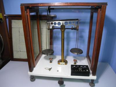 Sartorius Werke AG Göttingen - lékárenské laboratorní váhy - NA REPASI