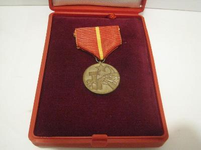 Vyznamenání - medaile 25 let socialistického zemědělství včetně etue.