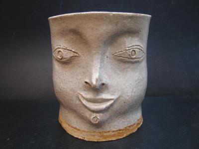 květináč s obličejem, autorská ruční práce