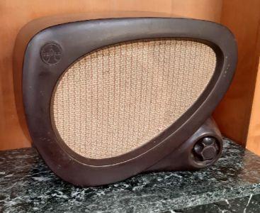 Bakelitový přístroj rozhlasu po drátě, ca. 50. - 60. léta.