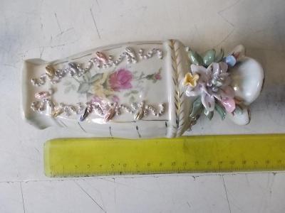 Dekorativní váza porcelán malovaná reliéf Česko