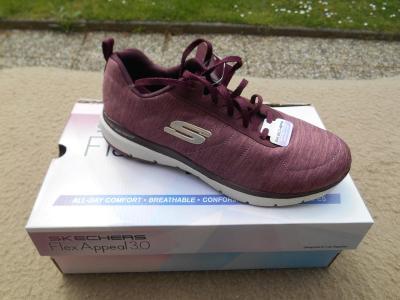 Nové dámské volnočasové boty zn.: SKECHERS - vel. 39