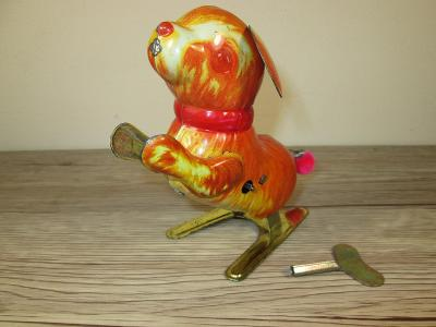OLD WIND UP TIN JUMPING DOG (T4)