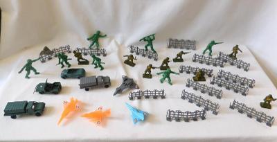 Retro vojáčci, ploty, auta, letadla