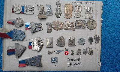 Sbírka starých Sokolských odznaků 32 kusů .