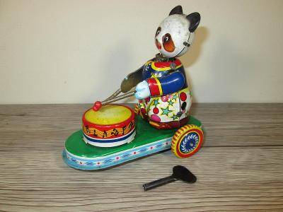 TIN WIND UP 304 MS 605 MADE IN CHINA PANDA PLAYING DRUM (T24)