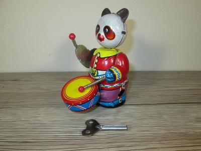 TIN WIND UP 309 MS 566 MADE IN CHINA PANDA PLAYING DRUM (T25)