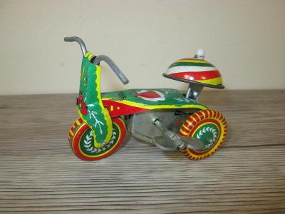 TIN WIND UP 261 PS 013 MADE IN CHINA TRICYCLE  (T26)