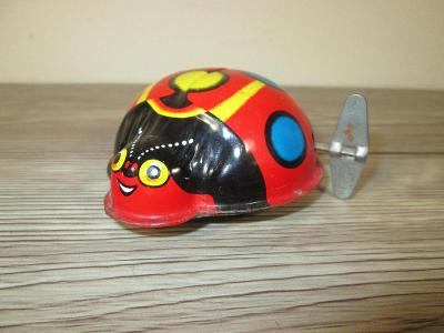 1960'S TIN WIND UP MADE IN JAPAN LADYBUG (T29)