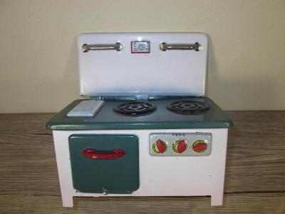 1960'S MADE IN CHINA TIN TOY OVEN (T38)