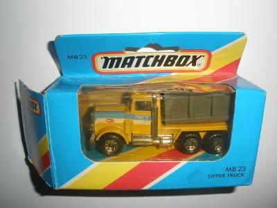 MATCHBOX MB 23 TIPPER TRUCK Peterbilt 1981 MACAO vč. krabice