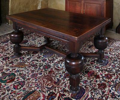 Velký neobarokní stůl - rozkládací. Dub