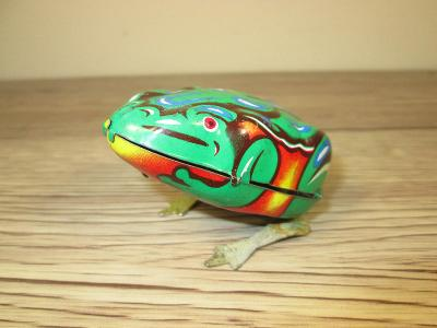 VINTAGE 1970'S Tin made in China MS 002 jumping frog (T39)