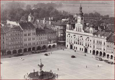 České Budějovice * Žižkovo náměstí, auto, kašna, část města * V150