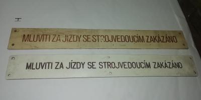 Štítky z motorového vozu ČSD, různý druh písma
