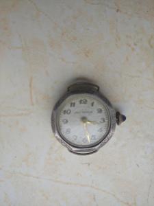 Hodinky náramkové dámské starožitné JNO WATCH stříbrné 0800 nejdoucí