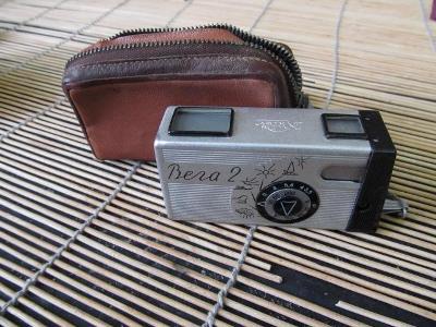 Starý atypický fotoaparát Vega 2