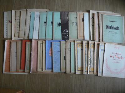 Archiv starých not pro housle, s klavírním doprovodem
