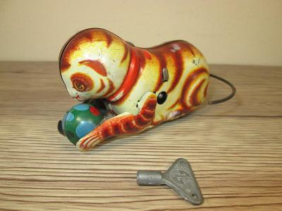 1960's made in China rolling cat with ball heavy tin (T50)