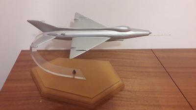 Letectvo ČSLA  - velké Letadlo MIG 21 na stojánku / těžítko