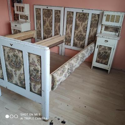 zámecká ložnice, starožitný nábytek, masiv