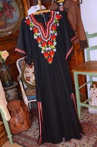 Nádherné šaty, hábit, kaftan vyšívaný vel. 36