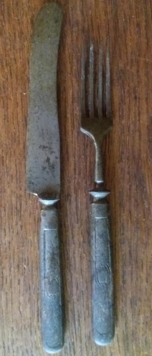 Kovové příbory - nůž a vidlička - Starožitnosti