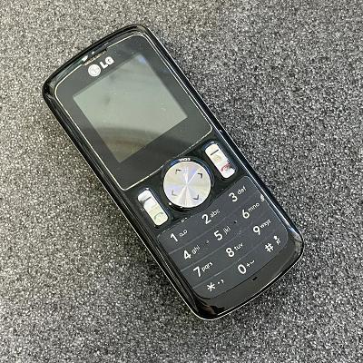 Tlačítkový telefon LG GB102
