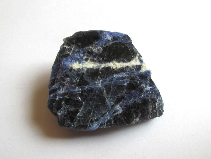 SODALIT  - SUROVÝ KUS - BRAZÍLIE      (C 525) - Minerály a zkameněliny