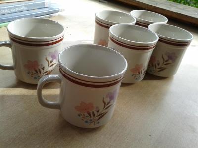 starý porcelán  -  šálky- viz foto /851