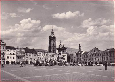 České Budějovice * Žižkovo náměstí, kašna, auto, lidé * V708