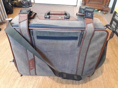 Kufr cestovní šedý s popruhy