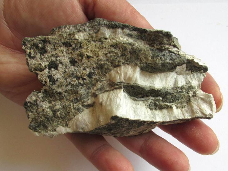 PEKTOLIT - KOŠŤÁLOV  - Č.R. (UL 6) - Minerály a zkameněliny