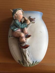 Starožitný figurální porcelán a vázička Německo Hummel Goebel 1957-60