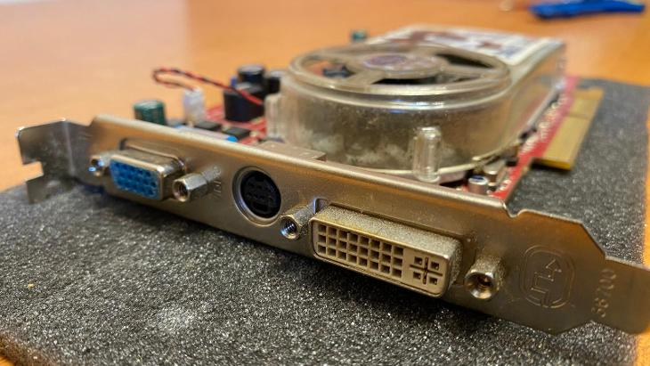 Grafická karta Ati radeon X1650 256MB pro sběratele grafických karet - PC komponenty