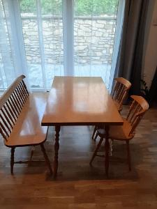 Jídelní set Kanada z masivu stůl, lavice, 2x židle