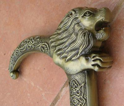 Vycházková hůl s ostrým mečem lev