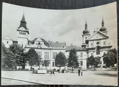 Praha-východ Brandýs nad Labem Stará Boleslav náměstí kostel památník
