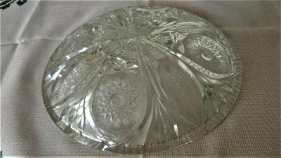 Krásná mísa z broušeného skla - průměr 24 cm