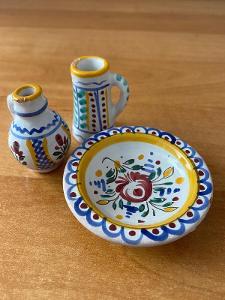 Sada lidové keramiky, rok cca 1960, výška 4,5 cm, půrměr 6,5 cm, bez p