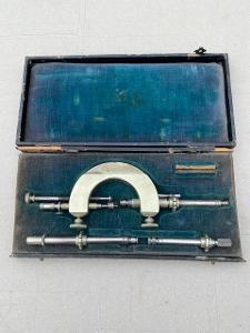 Staré hodinářské příslušenství-nástroje D