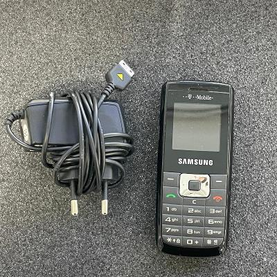Tlačítkový telefon Samsung B100