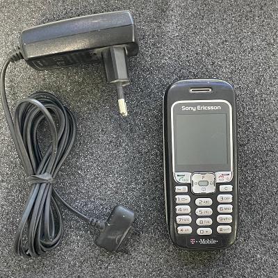 Tlačítkový telefon Sony Ericsson 3220