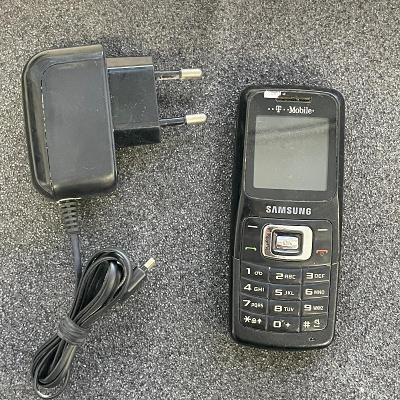 Tlačítkový telefon Samsung B130
